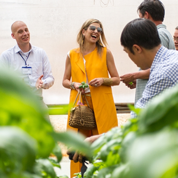 Queen Máxima meets Vietnamese vegetable farmers to discuss access to financial services